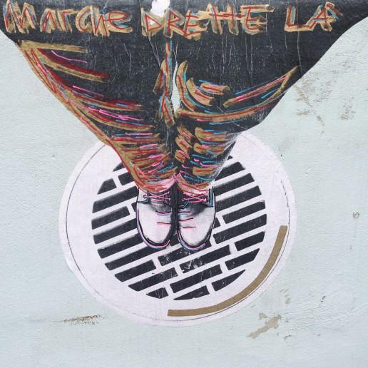 Street art Marche drette là